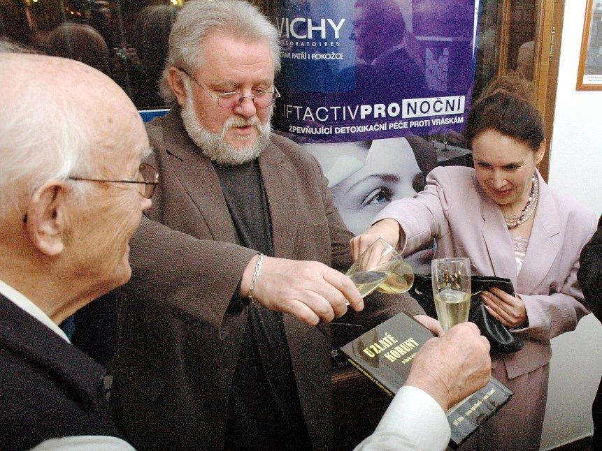 Knihu křtili zleva František Hamada, Jiří Jilík, Jana Spathová a Igor Stancl.