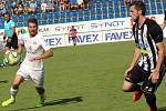 Fotbalisté Slovácka (v bílých dresech) proti Českým Budějovicím