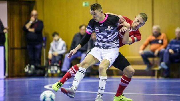 Futsalista Bazooky Uherské Hradiště Ondřej Čtvrtníček musel při absencích gólmanů do branky.