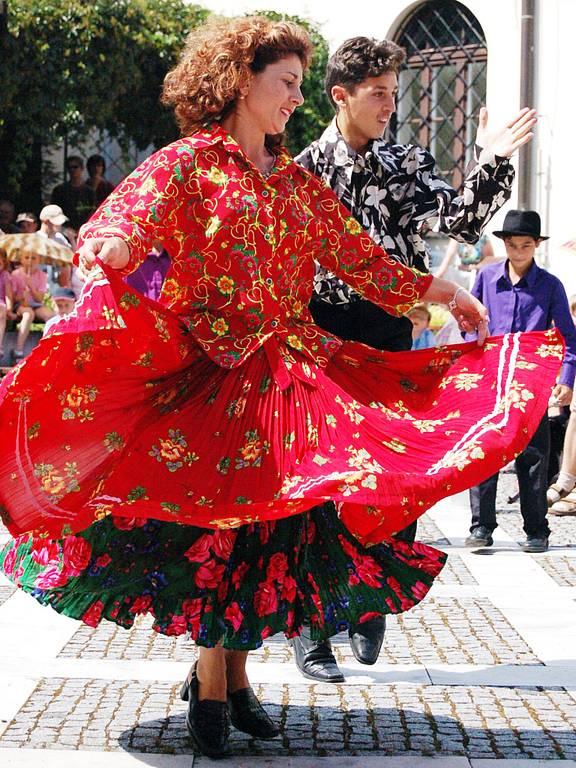 Cizokrajné kostýmy a energická vystoupení předvedly zahraniční soubory.