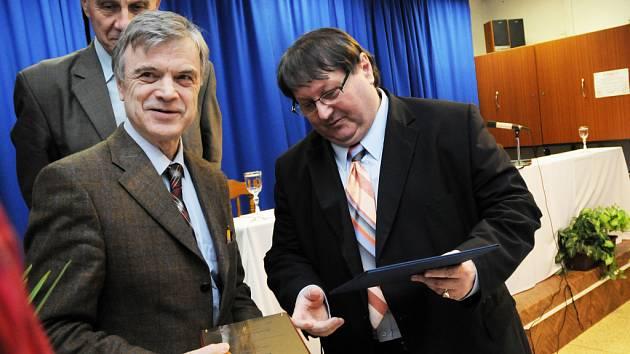 Na Slovácko totiž přijel profesor Ruslan I. Khasbulatov (vlevo), který v letech 1991–1993 působil jako předseda parlamentu Ruské sovětské federativní socialistické republiky (RSFSR).