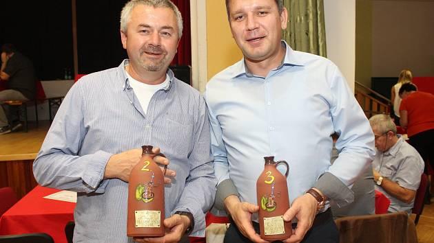 V kulturním domu v Ořechově se letos pořádal už sedmý ročník největšího koštu ořechovek v České republice. Tentokrát se pořadatelům sešlo sto sedmaosmdesát vzorků.