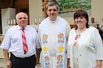 V pondělí 6. července sloužil svou první mši svatou na Svatém Antonínku Lhoťan Vojtěch Radoch. Novokněz s rodiči.