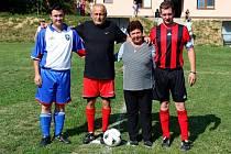 Po slavnostním otevření kabin na fotbalové hřišti ve Velehradě sehrálo domácí mužstvo přátelský zápas s týmem Terasa bar.