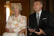 Středoškolskému profesoru Bohumíru Riedlovi je pětasedmdesát let. Ještě před několika lety pracoval na Střední průmyslové škole v Uherském Hradišti.