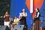 Sestřičky s kytarami. Bend mladých ze Slovenska koncertoval na hlavním pódiu.