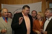 Stanislav Mišák z ČSSD radí stranickým kolegům zachovat si chladnou hlavu pro budoucí vyjednávání o koalici.