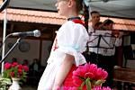 Do slováckých písniček vpodání dětí se vnádvoří Muzea keramiky vTupesích zaposlouchali rodiny malých zpěváčků.