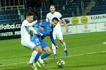 Fotbalisté Slovácka (v bílých dresech) se o postup do semifinále MOL Cupu utkali se Slovanem Liberec.