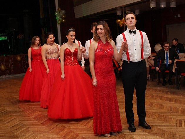 Ples Obchodní akademie připravili studenti 3. ročníku.