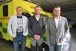 35letý Jiří Stuška (vpravo), 42letý Jiří Vašica (vlevo), 36letý Martin Mikloš (uprostřed), všichni tři zdravotničtí záchranáři Zdravotnické záchranné služby Zlínského kraje, oblasti Uherské Hradiště.