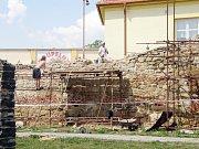 Městské hradby radní opravují opakovaně od roku 2002. Letos je v plánu další etapa.