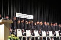 Promoce studentů Fakulty logistiky a krizového řízení University Tomáše Bati ve Zlíně se konaly v hradišťském kině Hvězda.