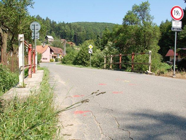 Hned trojice mostů na Slovácku se přes léto dočká zásadních oprav. Zatímco práce na tom prvním v Jankovicích jsou v plném proudu, brzy se má začít na proměnách mostů v Nivnici a na Salaši (na Salaši).