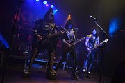 Maďarští Kiss Forever Band na Míru věrně napodobili živá show americké kapely KISS.