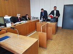 Okresní soud v Uherském Hradišti odročil rozsudek nad Martinem Kubišem, který měl v roce 2016 konflikt v uherskobrodské restauraci U Karla se zlínským policistou Pavlem Němcem.