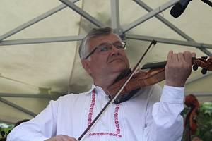 V rámci série vystoupení s názvem Večery u Slovácké búdy se v uherskohradišťských Smetanových sadech představila CM Kunovjan.