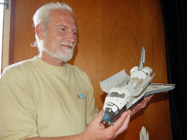 Nejpracnější papírový model raketoplánu zabral Petru Svozilovi celých několik měsíců práce.
