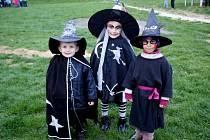 Čarodějnice a čarodějové řádili ve skanzenu