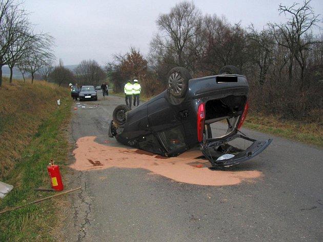 U hrozivě vypadající dopravní nehody nedaleko Boršic u Blatnice museli v neděli 20. listopadu o půl třetí odpoledne zasahovat také hasiči