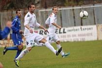 1. FC Slovácko B - Břeclav. V bílém zleva Ondřej Franta a Jiří Valenta.
