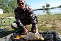 Letos se na huštěnovických závodech ulovilo rekordních 122 kilogramů ryb.