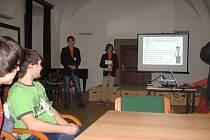 Účastníci fóra, které se týkalo zřízení takzvaného otevřeného klubu, předestřeli své představy o provozu písemnou formou, i vzájemnou diskusí.