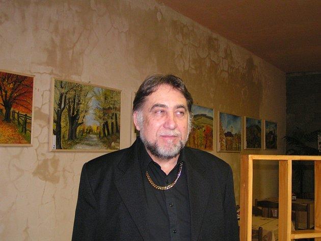 Jaroslav Stuška vystavoval své obrazy v Komni již dvakrát. Jeho nová obrazová kolekce se v místní galerii objeví i letos.