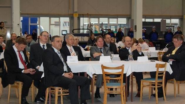 Němečtí manažeři před několika dny otevírali novou výrobní halu v Blatnici pod Svatým Antonínkem. Při otevírání slíbili, že tam najdou práci desítky lidí z regionu.