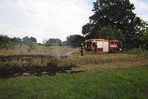 K požáru přijeli i profesionálové z Uherského Hradiště.