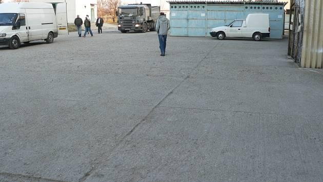 Majitel kunovické firmy Ramet si vozidla povedených řemeslníků vyfotil. Kromě Slováckého deníku má snímky k dispozici i policie.