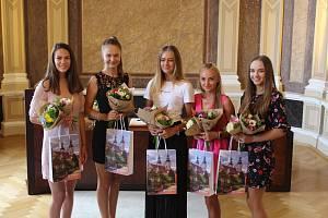 Obřadní síň radnice v Uherském Hradišti přivítala pět mladých, talentovaných golfistek z Golf Clubu Uherské Hradiště – Jezera. Ty díky své píli postoupily  z první ligy do golfové extraligy. Za svůj úspěch byly oceněny uherskohradišťským starostou Stanisl