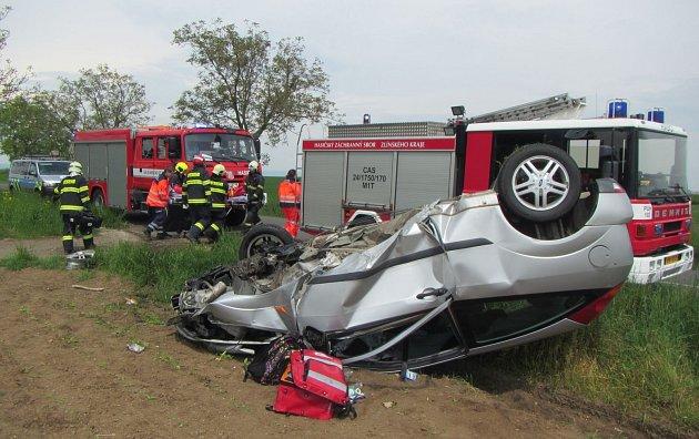 Dopravní nehoda u Uherského Ostrohu. Oba cestující se zranili.
