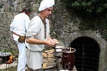 DOBROTY. Na Buchlově mohou lidé ochutnat pokrmy, které byly kdysi servírovány panstvu.