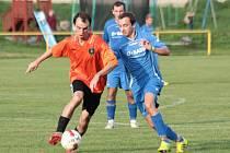 Fotbalisté Ostrožské Lhoty (ve světlých trenýrkách) si poradili s Žítkovou po výsledku 4:2.