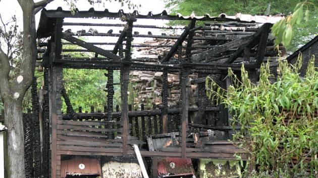 Plameny kompletně zničily včelín ve Starém Hrozenkově na Uherskohradišťsku. Za požár mohla nedbalost včelaře.