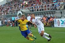 V září minulého roku porazil Fastav Slovácko 3:1. Na snímku zleva Jakub Jugas a Eldar Civič.