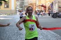 Zkušený třiačtyřicetiletý běžec z Vések Jiří Daněk zvítězil na Slováckém létě v běhu na deset kilometrů.
