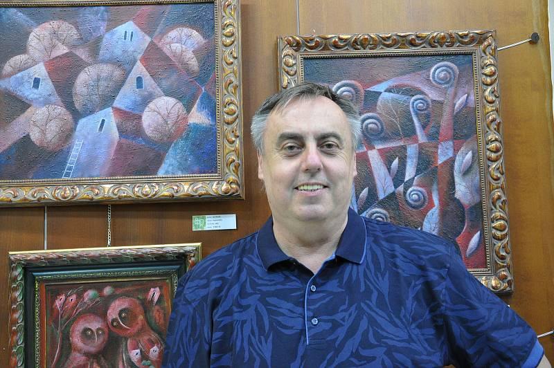 Pod názvem Návraty připravil do Divadelní galerie na Mariánském náměstí výstavu svých obrazů (pastely, oleje) Jan Botek (ročník 1962) z Ostrožské Nové Vsi.