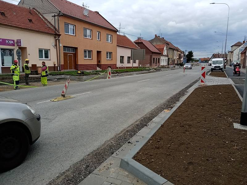 Kvůli objížďce Kunovic trpí řidiči v kolonách ve Véskách i na silnici I/50.