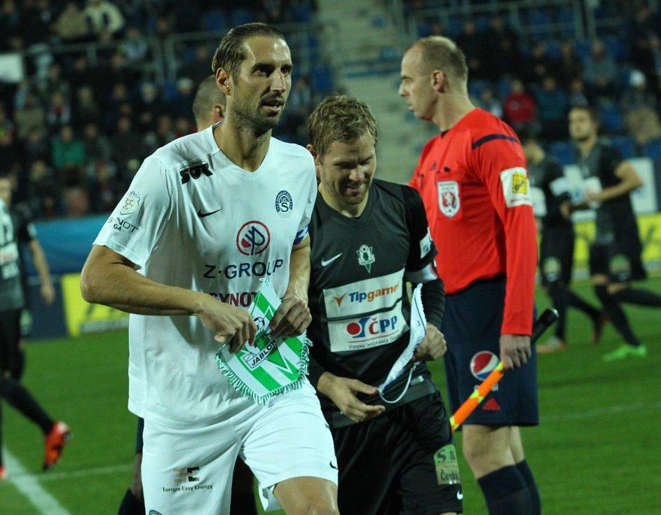 1. FC Slovácko - FK Jablonec. Kapitáni Libor Došek a Tomáš Hübschman.