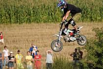 Špičkoví  jezdci freestyle motokrosu předváděli v Hluku své umění.