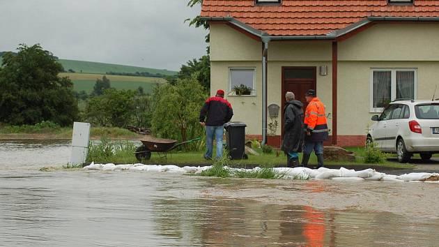 Olšava zaplavila ve středu 2. června části Kunovic a Sadů.
