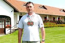 Stanislav Hromada přispěl k triumfu českého družstva v doutnákové pistoli, druhý byl v křesadlové pistoli.