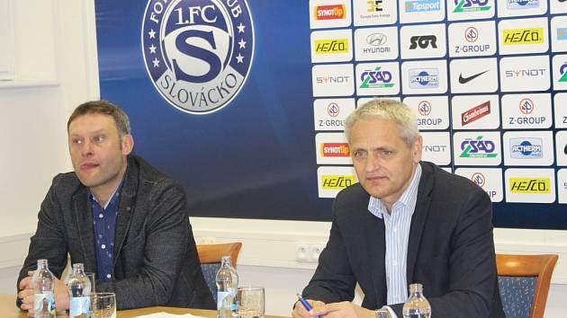 Tisková konference před jarní částí Synot ligy 2016  Trenér Svatopluk Habanec a generální ředitel klubu Vladimír Krejčí (vpravo).