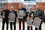 Ocenění vinaři: zleva Ježovi (syn a otec), Zbyněk Vaďura, Josef Bican a Antonín Zajíc.