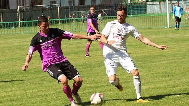 Fotbalisté Nedachlebic (ve fialovém). Ilustrační foto