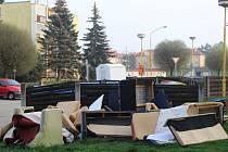 Sběrná místa pro komunální odpad bývají v Uherském Hradišti často doslova zasypána velkoobjemovým odpadem. Nejinak je tomu například ve Staré Tenici.