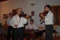 Cimbálová muzika Kunovjan zahrála ve Slovácké búdě v Uherském Hradišti.