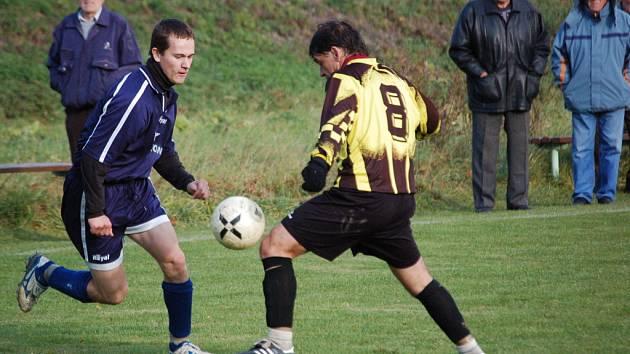 V duelu Drslavic s Popovicemi se z výhry radovali domácí fotbalisté.